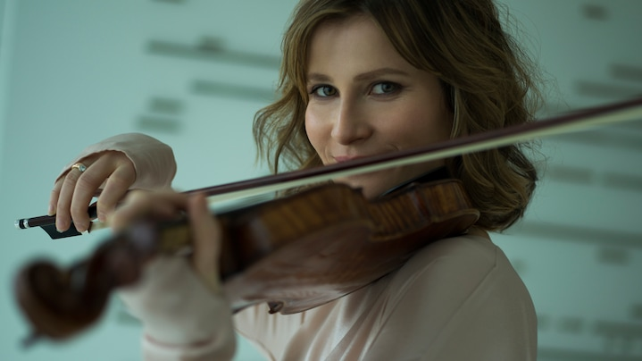 Concert in livestream: Star violinist Lisa Batiashvili gave a solidarity concert together with other renowned artists at Audi's press shop.