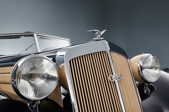 Double logo: Even though the Auto Union logo with the four rings is emblazoned on the radiator grille, you can still see the Horch logo above.
