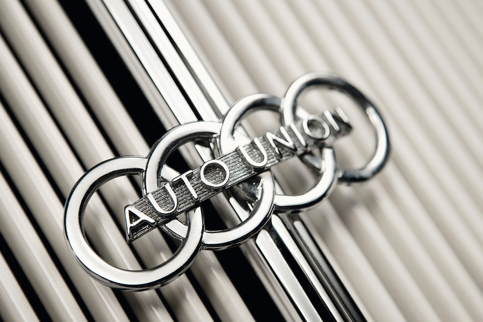 Audi logo rewound: This is what the first logo with four rings looked like in detail.