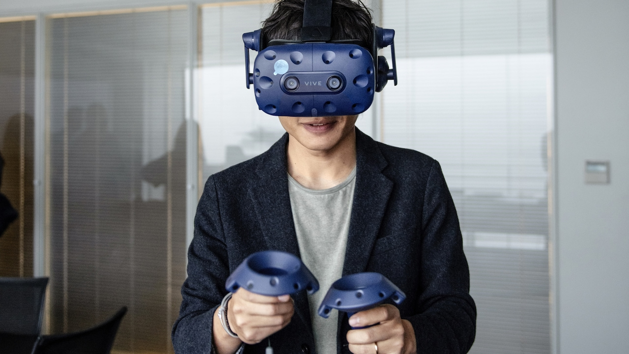 Yunzhou Wu with VR headset
