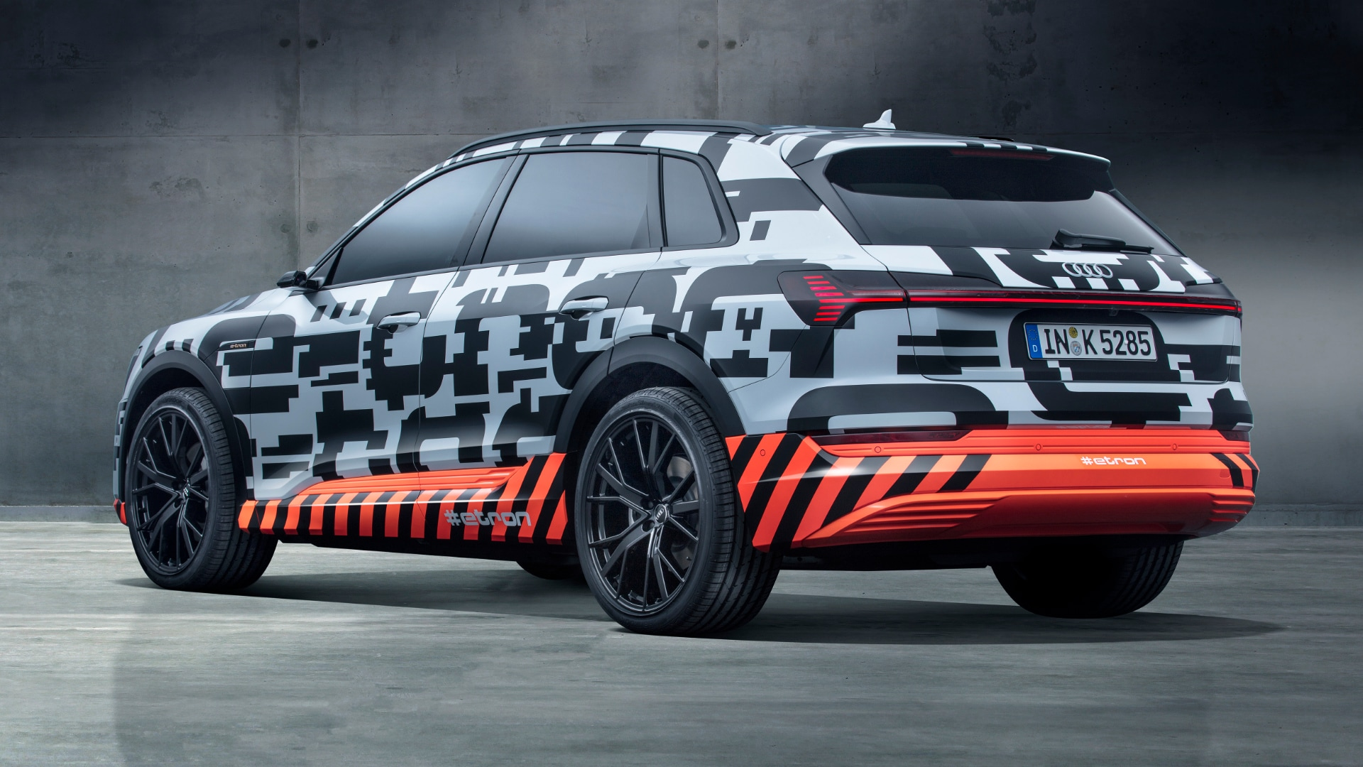 In total, nearly 250 prototypes of the first purely electrically driven series model from Audi are used for testing. 188 of them with the special e-tron camouflage film.