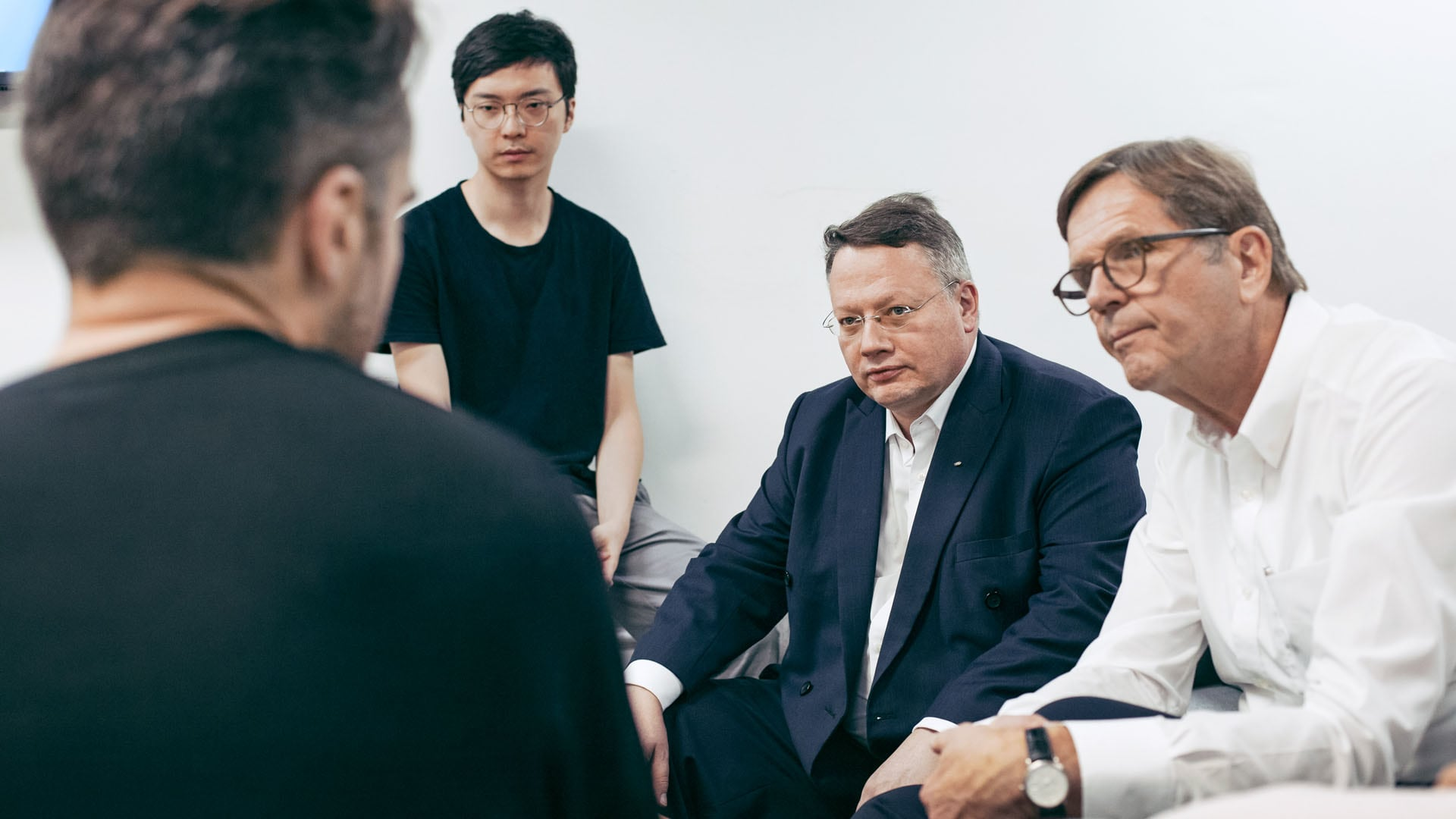 VW and Audi pay a visit to Makerspace HAX: Heizmann and Seitz talk with Chinese inventors.