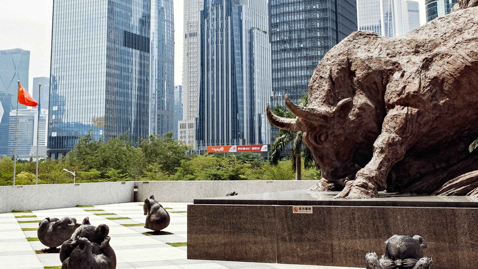 What sweet little bears! There could hardly be a more symbolic way of demonstrating a lack of fear of bear markets. Chinese shareholders visibly place their faith in the bull.