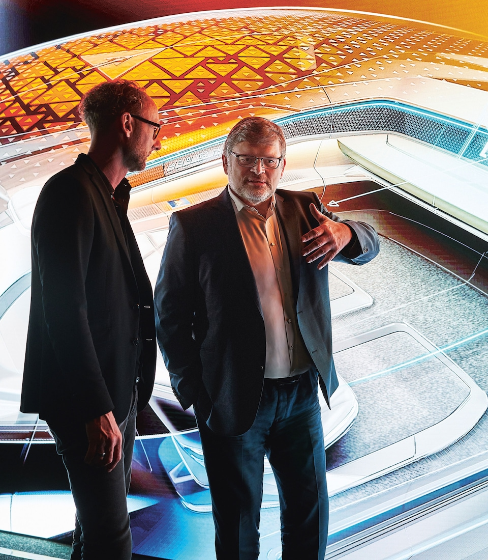 Hans-Joachim Rothenpieler and Head of Design Marc Lichte in discussion