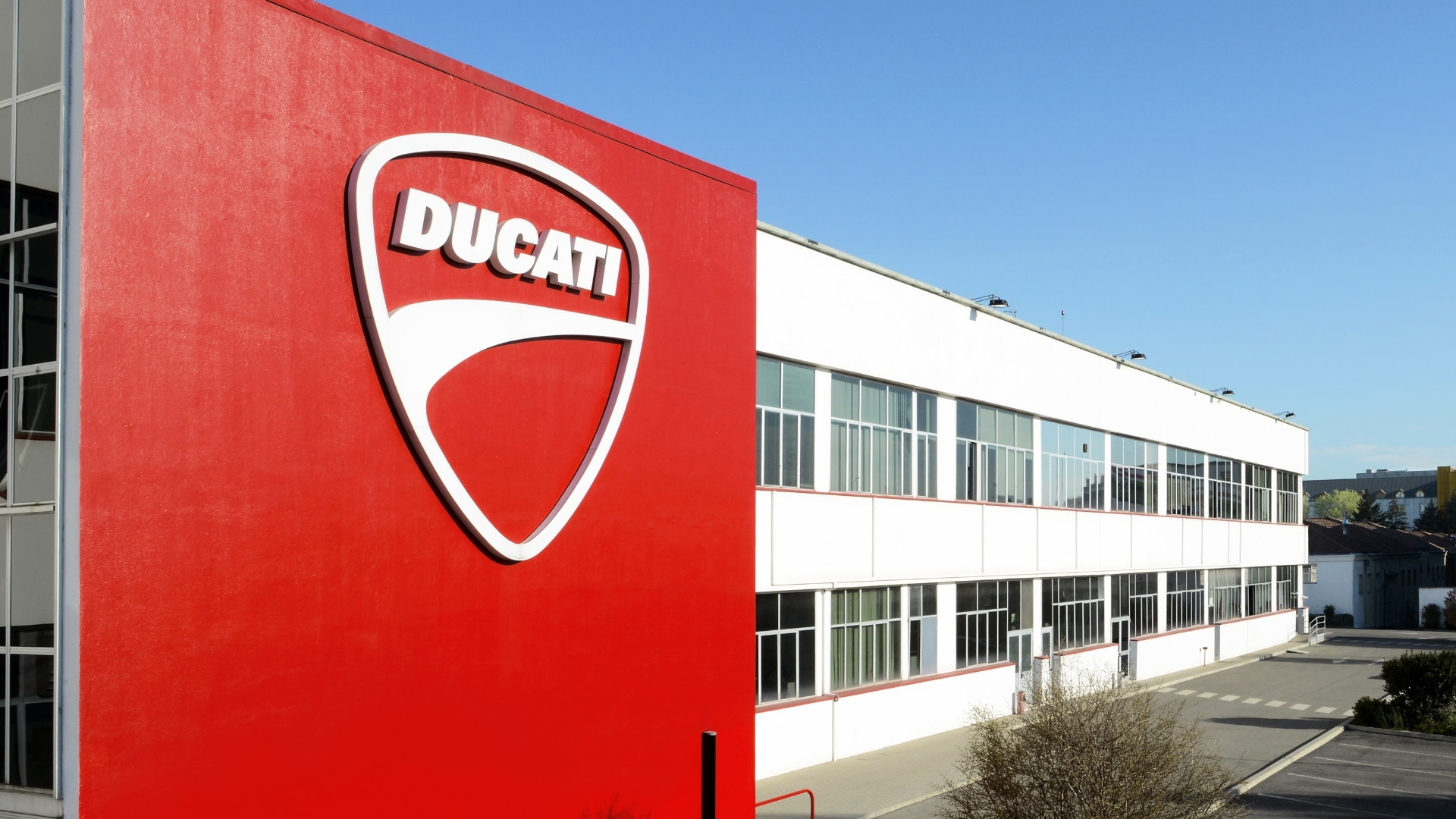 Ducati: Since 2016, a combined cooling, heat and power system has generated electricity, heating and cooling energy. The electric power produced using this plant meets around 80 percent of the Bologna Ducati site's total demand. In the first year alone, this saved more than 2,000 metric tons of CO₂ from being emitted. This reduction is equivalent to the amount generated by a person flying from Munich to Sydney and back around 300 times.