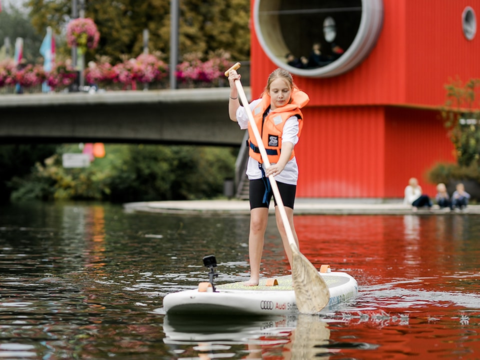 Sustainable paddling: the SUP is made entirely of collected trash.
