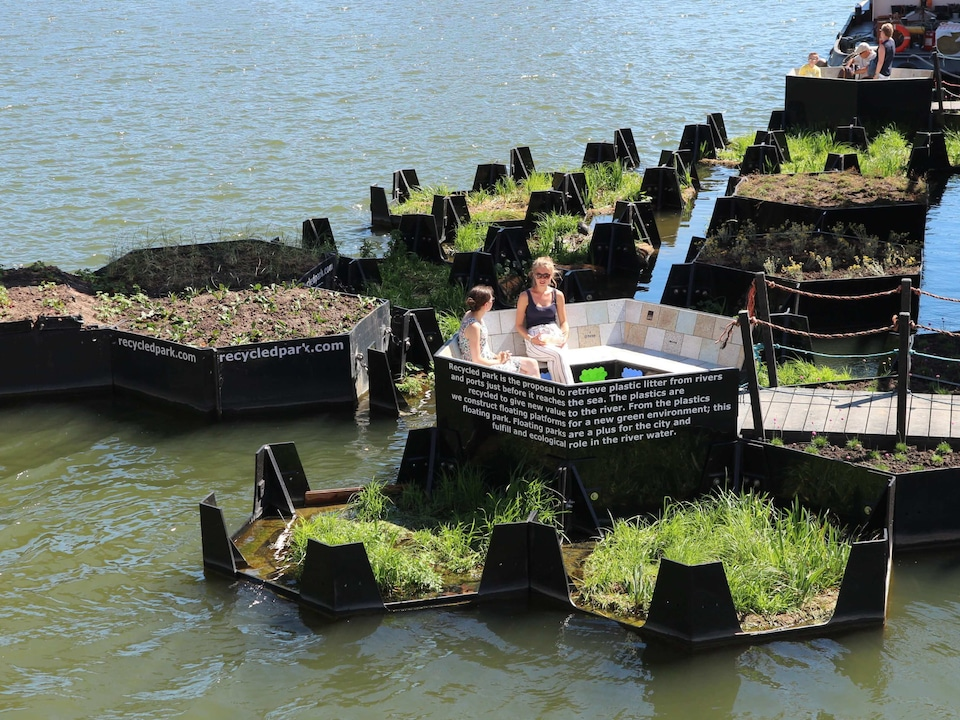 Sustainable project: the collected waste is used to create landscaped islands.