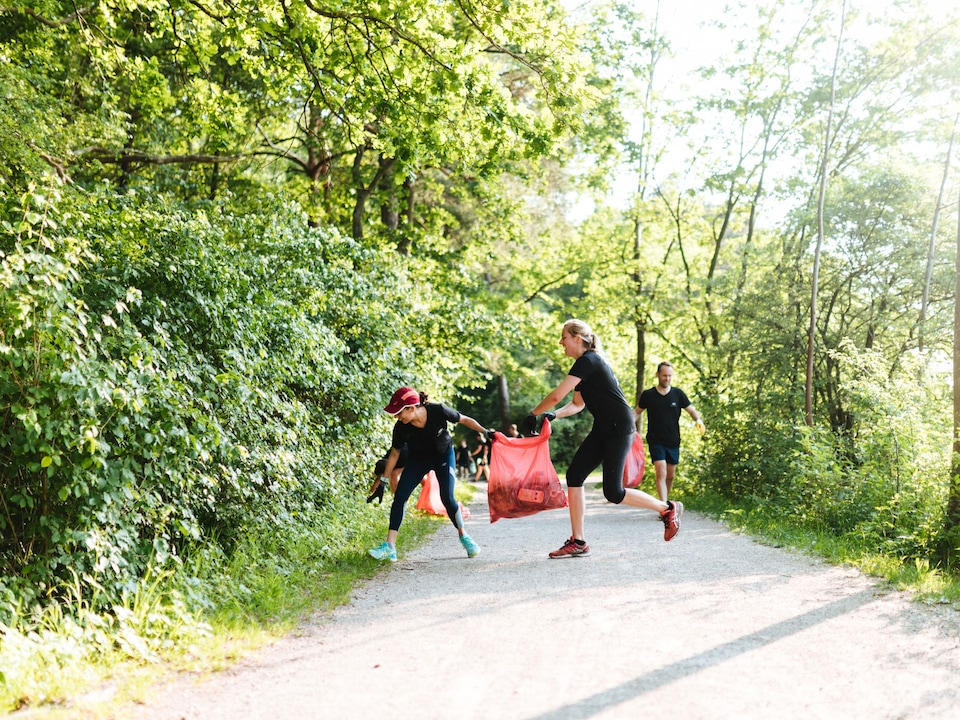 Jogging for the environment: Audi ist connects jogging and picking up trash.