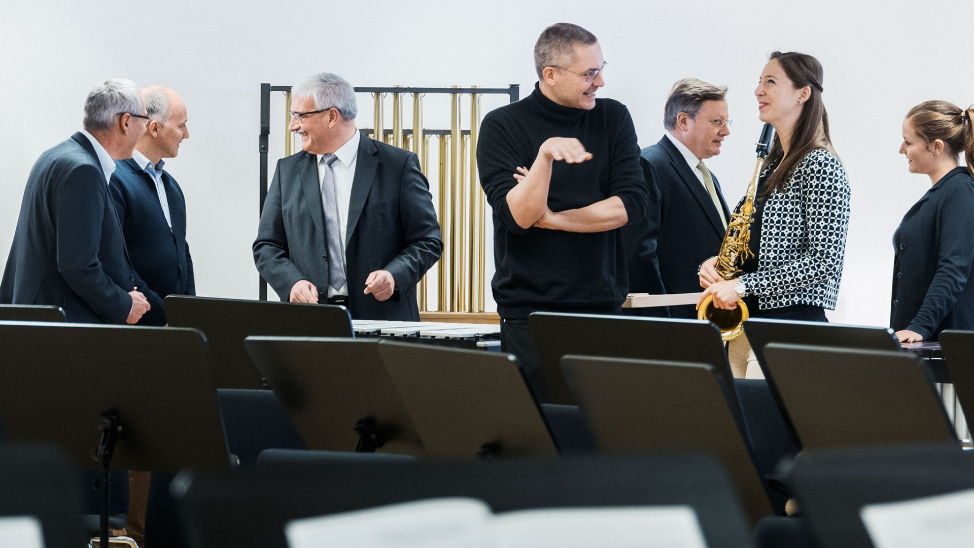 The Audi Philharmonic Wind Orchestra's rehearsal room: Audi Board Members Alexander Seitz and Wendelin Göbel along with Stefan Kühl and Holger Eckstein in dialogue with musicians.