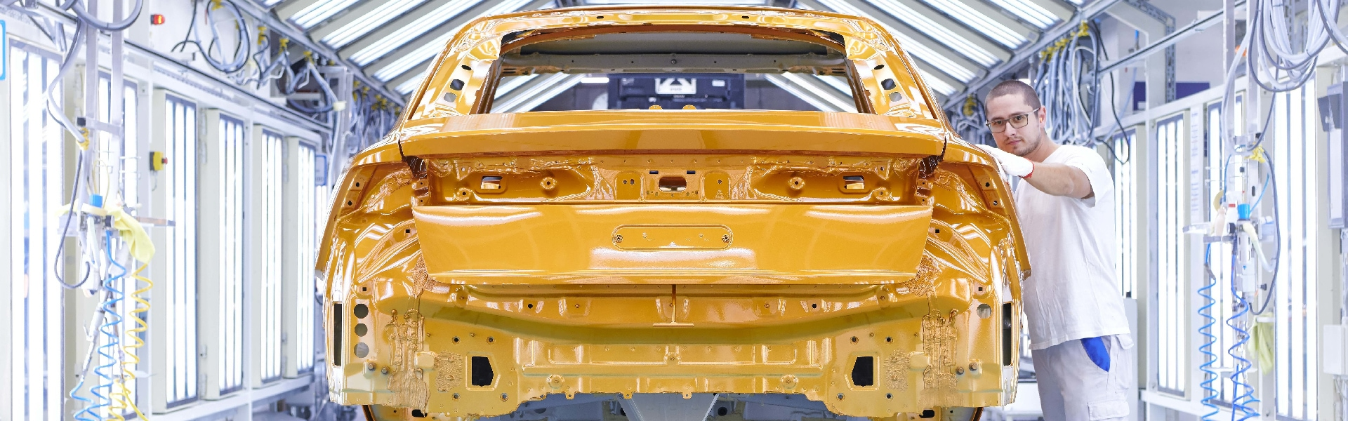 Production of the Audi Q8: Paint shop, checking and finishing area