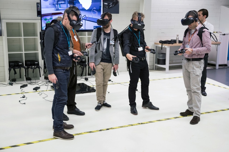 Test der Virtual-Reality-Brillen im Audi Production Lab