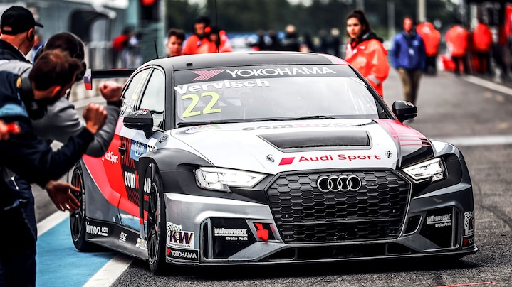 Audi RS 3 LMS in der Boxengasse