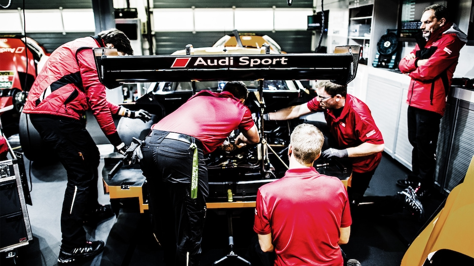 Mechanics working on the Audi RS 5 DTM