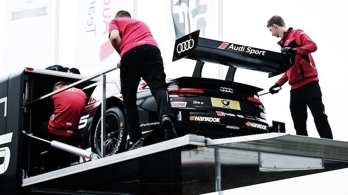 Mechanics loading the Audi RS 5 DTM