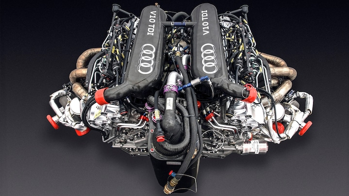 V10 TDI biturbo engine
