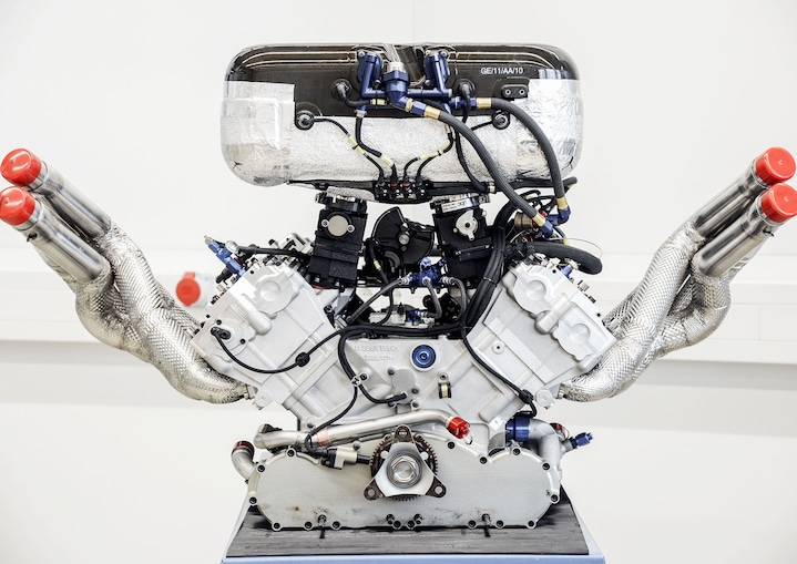 Naturally aspirated V8 engine