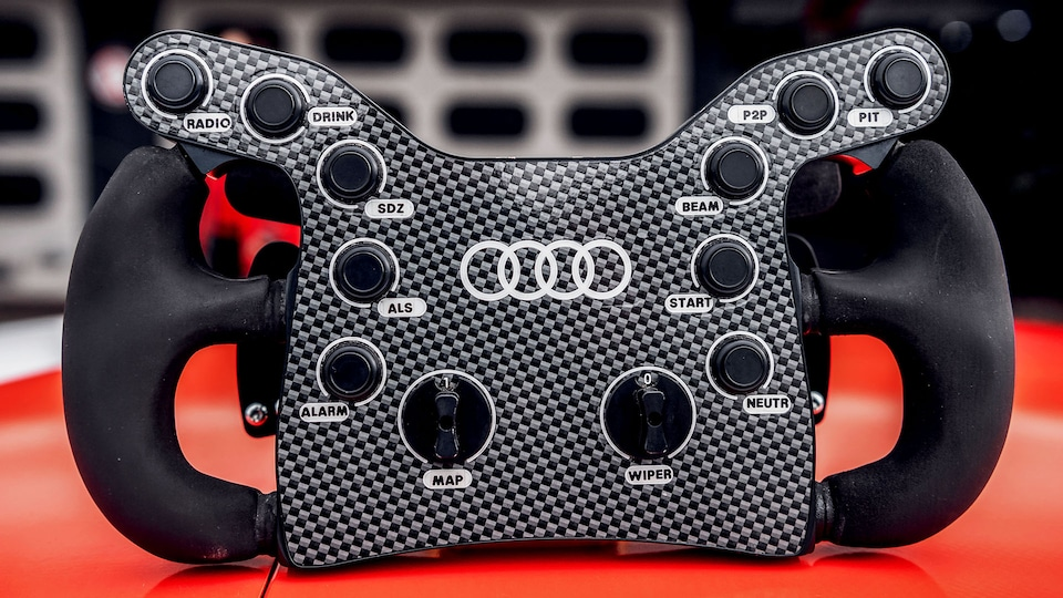 Steering wheel of the Audi RS 5 DTM