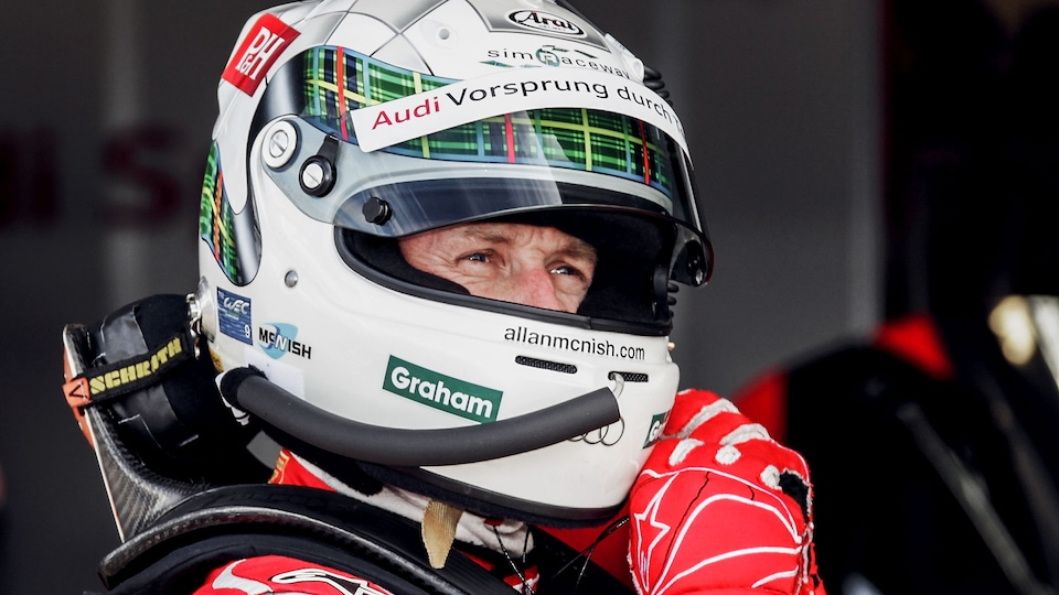 Allan McNish with helmet