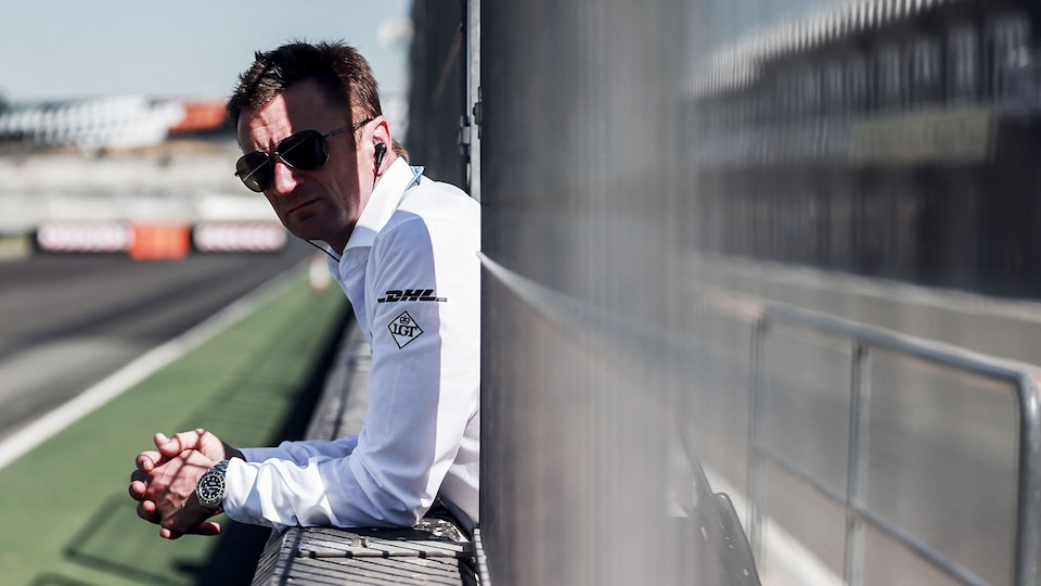 Allan McNish at the pit wall