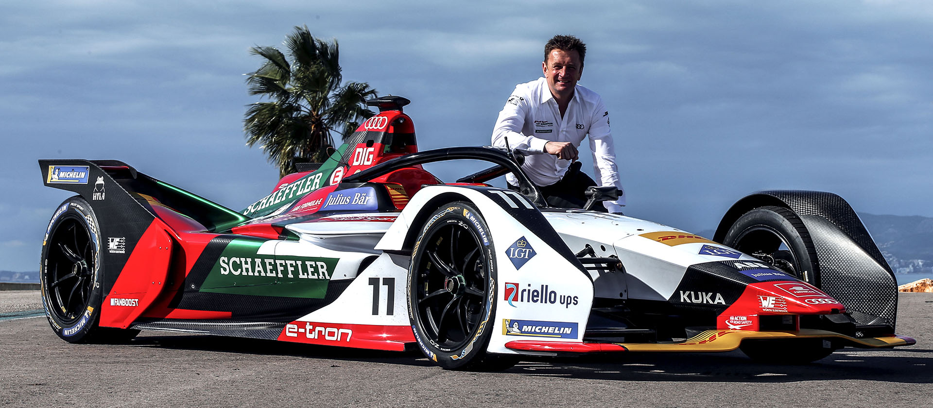 Allan McNish with the Audi e-tron FE05