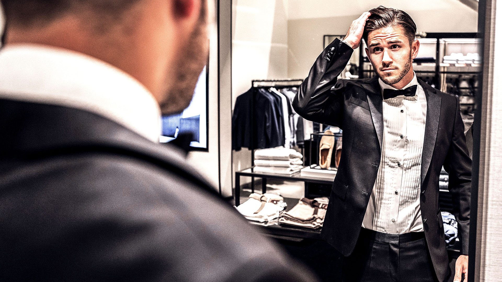 Daniel Abt trying on a suit