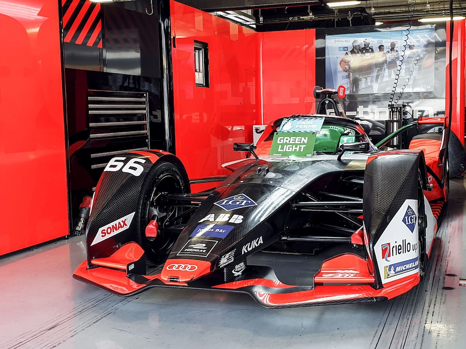 Audi e-tron FE06 in the garage