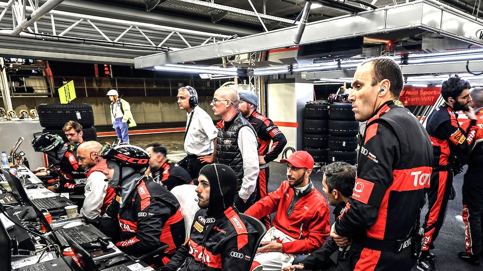 Audi Sport Team WRT in der Boxengasse