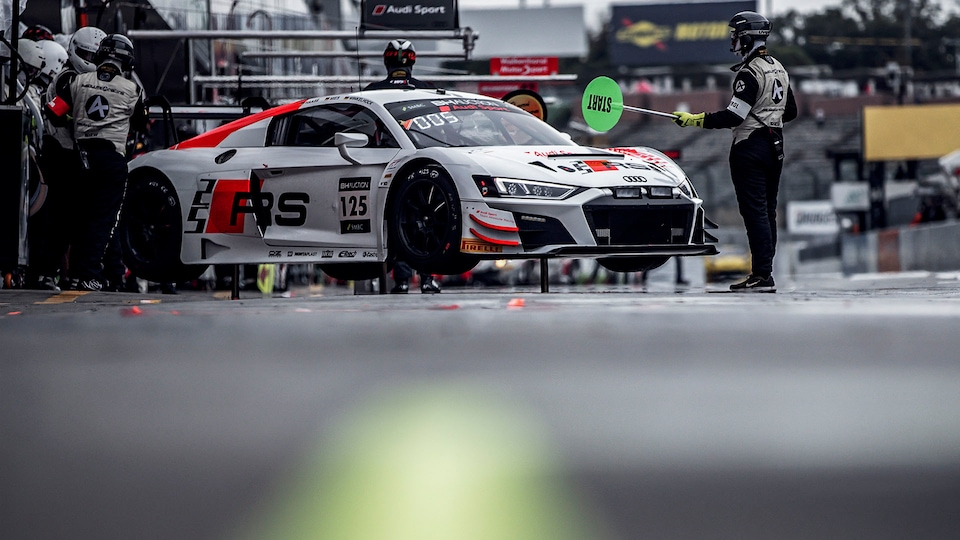 Audi R8 LMS in the garage