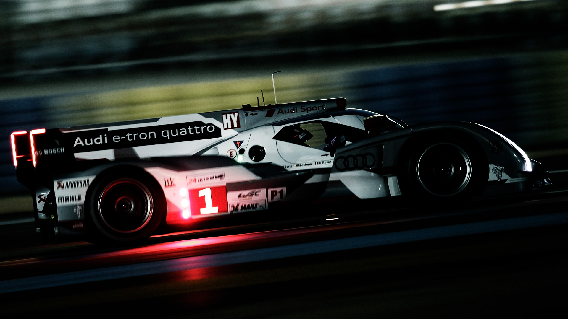 Audi R18 e-tron quattro on the racetrack