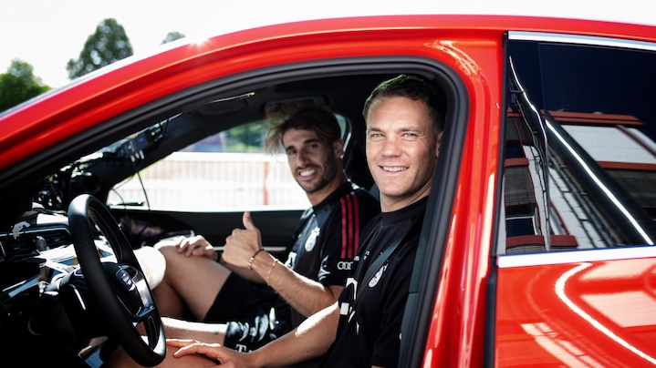 Manuel Neuer and Javi Martínez are looking forward to the Audi Digital Summer Tour.
