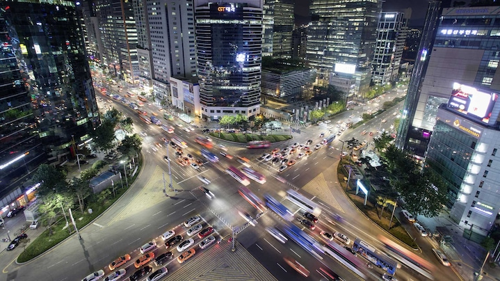 5G internet: fast networks for safer driving