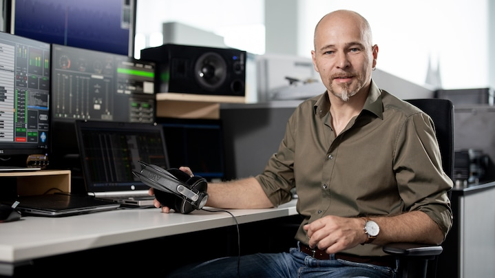 Sound design electric car: Rudi Halbmeir from Audi at his desk