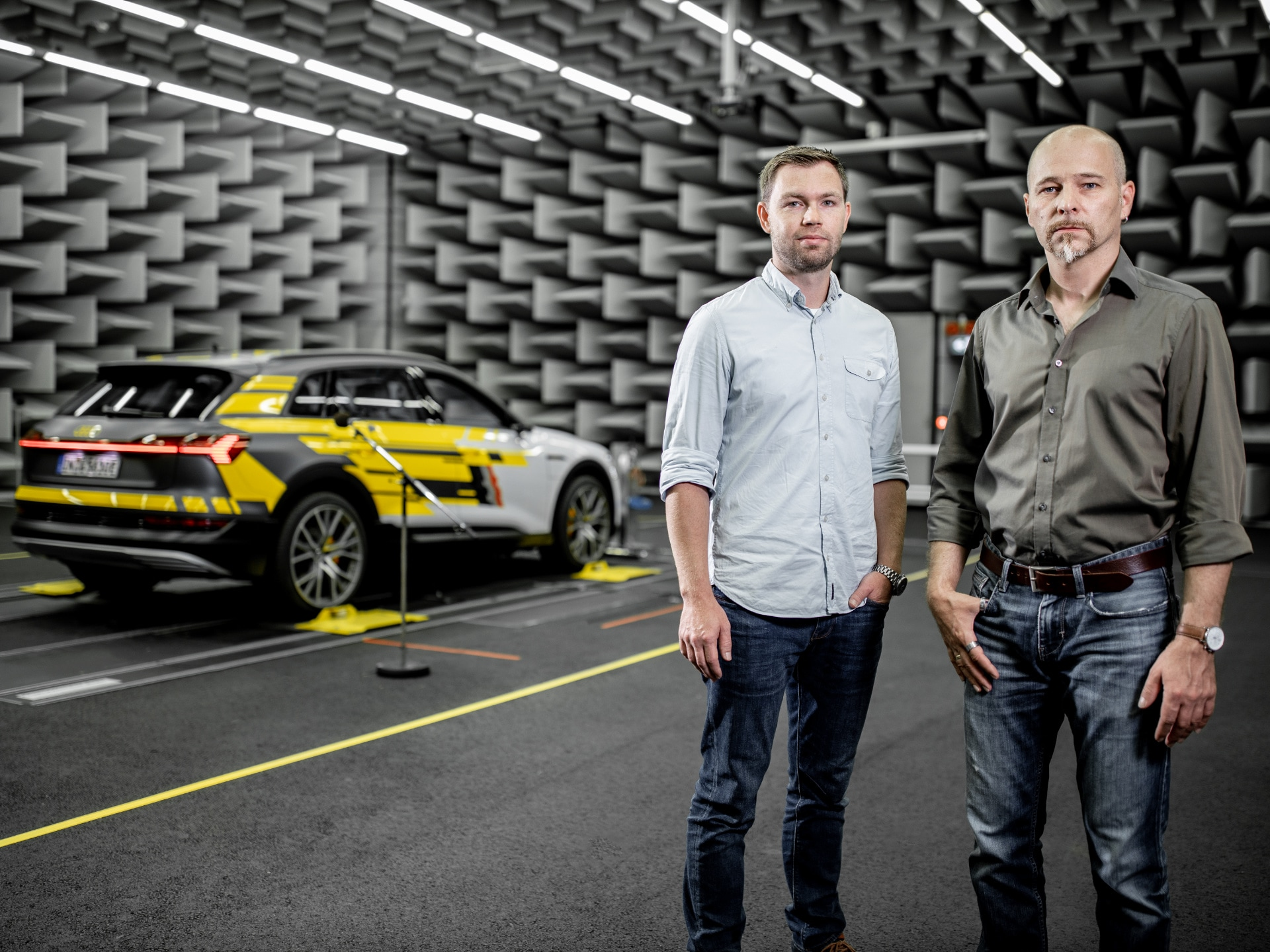 Stephan Gsell and Rudi Halbmeir in the Audi sound lab with the Audi e-tron.
