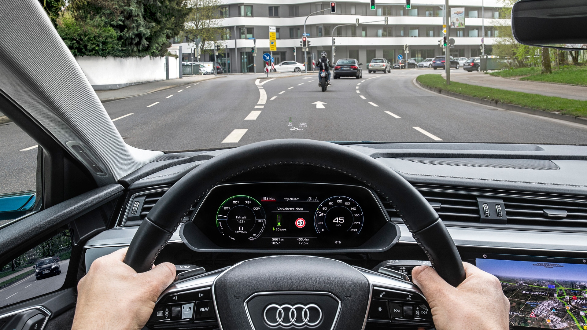 Intelligent cockpit: Audi drivers see what speed is required to reach the next traffic light on green.