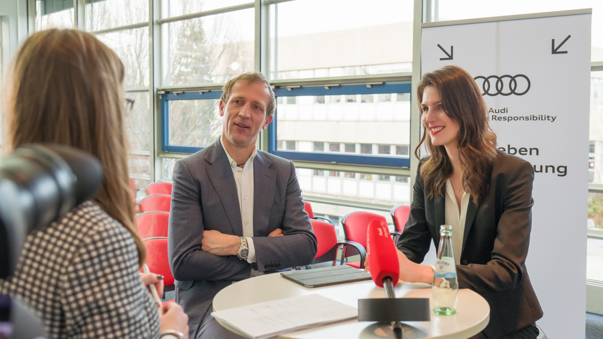 Carolin Hoyer from Unilever and Joachim Kraege in an interview