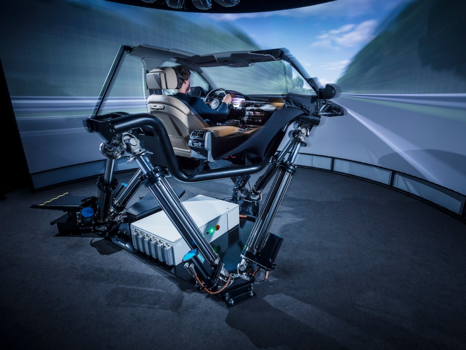 Driving simulator: automotive testing in practice