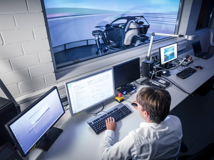In the control center, the driving simulation is controlled. The current Audi driving simulator spent five years in the development phase.