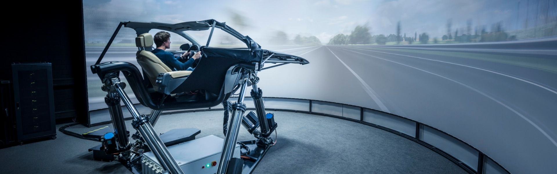 Audi author Alexander Stiehle in the dynamic driving simulator