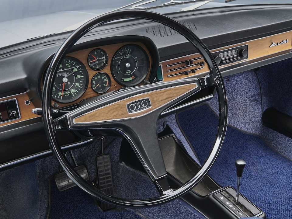 Nostalgia meets evergreen. Even today, experts are looking to standards that were already used in the old Audi 100 from 1970.