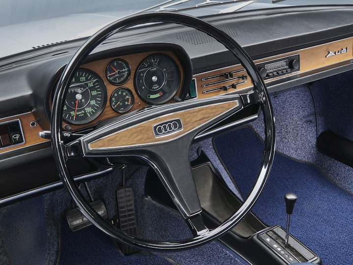 Audi 100 Amaturenbrett