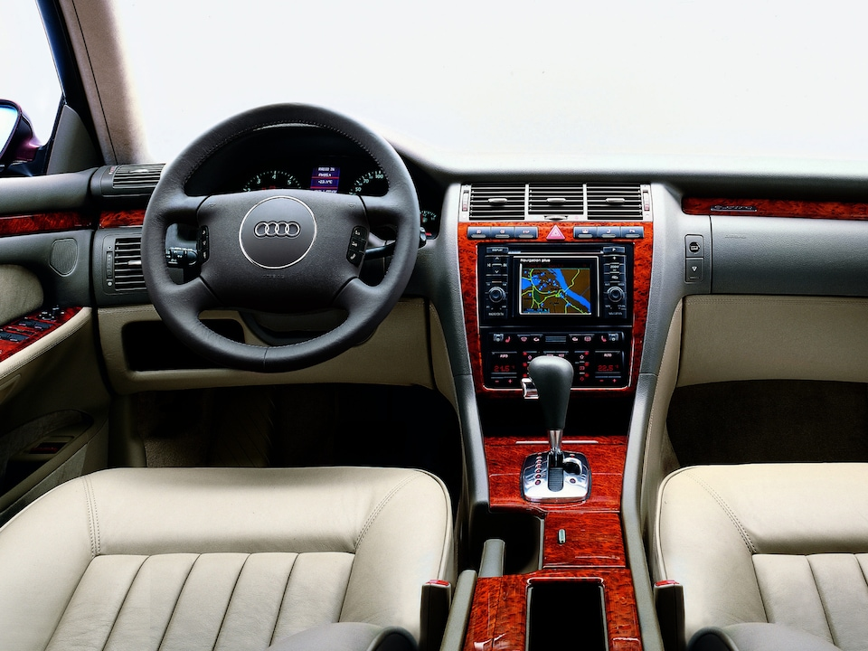 The Audi A8 display from 1994 – 2002 was the first to combine GPS, entertainment and communications functions in a single device.