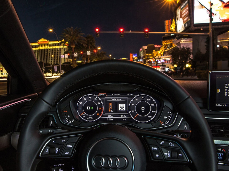 Speedometer meets GPS: the virtual cockpit bundles all the driving-related information directly in the line of sight behind the steering wheel.