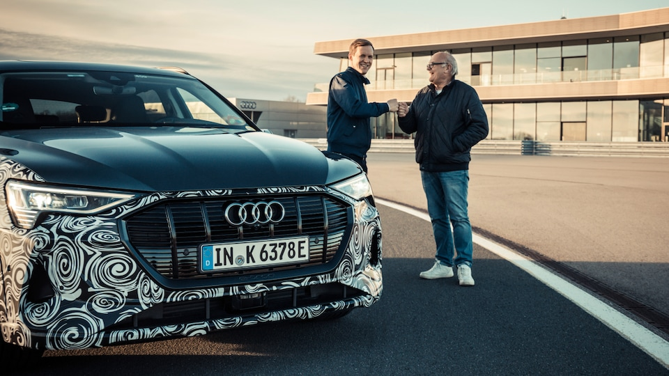 To the next generation of quattro: Both world champions drove the prototype e-tron S and were particularly impressed by the fast transmission ratio.